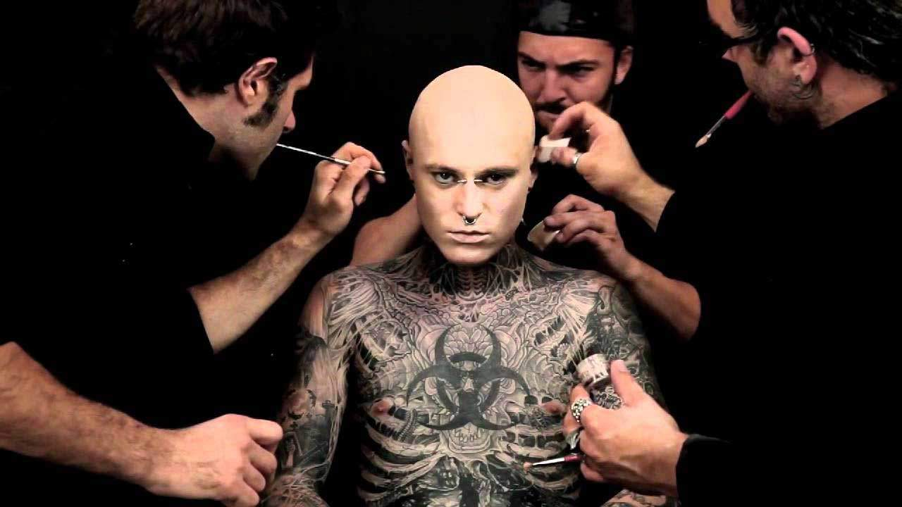 Meeting 39 zombie boy 39 rico aka rick genest boudoir girls for Dermablend tattoo cover up video